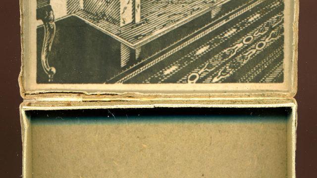Eleganckie papierosy z Peerelu (tylko pudełko).