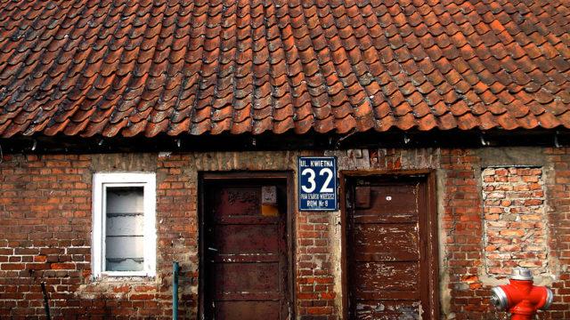Numer na drzwiach, Oliwa ul. Kwietnia nr 32.